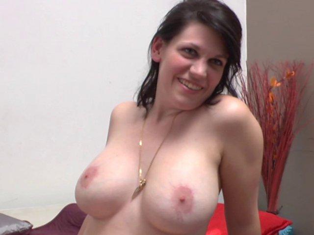 Femme à gros seins baise avec un inconnu
