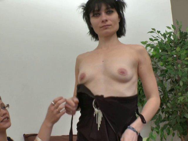 Dépucelage anal pour une ancienne amatrice porno