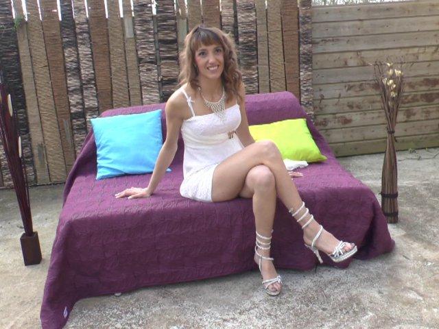 Strip-teaseuse chaude dans un casting X Français